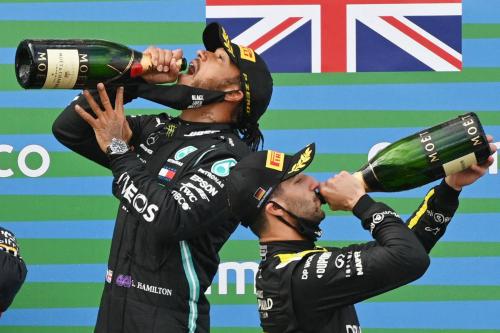 Безумовна перемога Хемілтона на Гран Прі Айфеля (ФОТО)